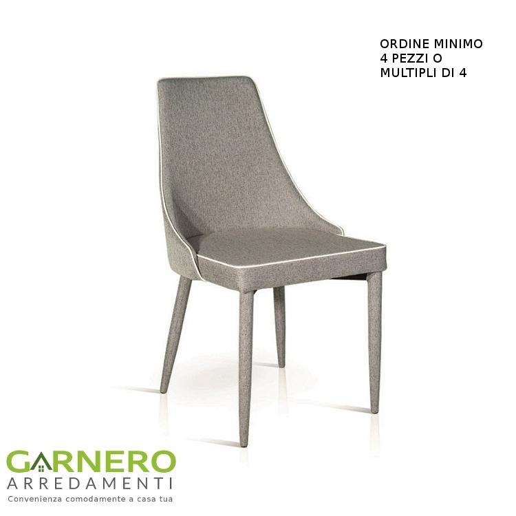 Sedia in tessuto scarlett grigia profili bianchi comoda for Sedia design comoda